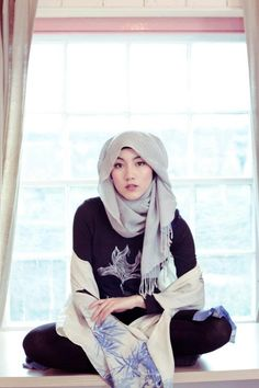 """Hijab also known as veil together with head scarf is often worn by way of Muslim ladies. The hijab can't keep you from growing."""" Arabic methods to wear hijab is the ideal choice and additionally quite common. Islamic Fashion, Muslim Fashion, Modest Fashion, How To Wear Hijab, Hijab Fashionista, The Embrace, Fashion Blogger Style, Islamic Clothing, Funky Fashion"""