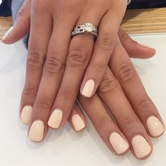 Semi-permanent varnish, false nails, patches: which manicure to choose? - My Nails Yellow Nails Design, Yellow Nail Art, Cute Nails, Pretty Nails, Hair And Nails, My Nails, White Shellac Nails, Neutral Nail Color, Minimalist Nails