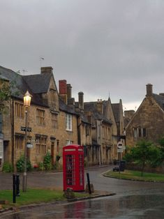 Places-that-look-even-better-in-the-rain: Chipping Campden, Gloucestershire, in the Cotswolds. I think York falls under this category as well. (Andrew Lockie flickr)