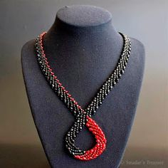 A blog about handmade beaded jewelry, beadweaving and beading tutorials and patterns Beaded Jewelry Designs, Handmade Beaded Jewelry, Bead Jewellery, Seed Bead Necklace, Diy Necklace, Jewelry Making Tutorials, Beading Tutorials, Jewelry Website, Beaded Flowers