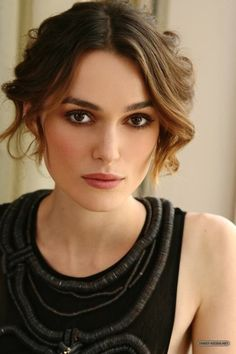 How beautiful…this photo is the most popu… Keira Knightley – celebrity, beauty. How beautiful…this photo is the most popular of all my pins…by magnitudes. Estilo Keira Knightley, Keira Christina Knightley, Keira Knightley Makeup, Keira Knightley Pirates, Keira Knightley Style, Beautiful Celebrities, Beautiful Actresses, Female Celebrities, Pretty People