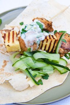 Juicy chicken thighs skewered with grilled Haloumi served with flatbreads, tzatziki and cucumber ribbons. Paleo Chicken Recipes, Grilling Recipes, Cooking Recipes, Healthy Recipes, Chicken And Halloumi, Grilled Chicken, Donna Hay Recipes, Clean Eating Chicken, Yummy Food