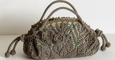 Outstanding Crochet: Doily purse with peacock lining.crochet inspiration ONLY. Bag Crochet, Crochet Shell Stitch, Crochet Handbags, Crochet Purses, Love Crochet, Irish Crochet, Crochet Crafts, Crochet Doilies, Crochet Flowers