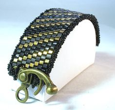 TUTORIAL:  Working Fast Peyote Stitch