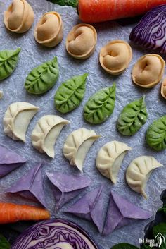 Colourful dumplings for Chinese New Year (Ultimate Dumpling Guide part – Red House Spice Appetizing & tasty, these colourful dumplings with pork and prawn filling make a perfect festive dish for family & friends. Chinese New Year Desserts, Chinese New Year Crafts For Kids, Chinese New Year Food, New Year's Desserts, Chinese New Year Decorations, Chinese Recipes, Chinese Holidays, Asian Recipes, Dumpling Sauce