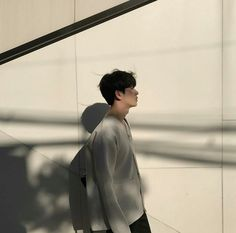 Image discovered by Ichikawa tsubaki. Find images and videos about fashion, beauty and model on We Heart It - the app to get lost in what you love. Aesthetic Boy, Aesthetic Photo, Aesthetic Pictures, Korean Ulzzang, Ulzzang Boy, Yoon Park, Selfies, Skool Luv Affair, Grunge