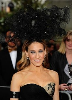: Photo Sarah Jessica Parker pairs her crazy Philip Treacy hat with a matching Alexander McQueen dress at the UK premiere of Sex And The City 2 held at London's Odeon Leicester… Bad Hair, Hair Day, Philip Treacy Hats, Fancy Hats, Sarah Jessica Parker, Carrie Bradshaw, Couture, American Actress, Style Icons