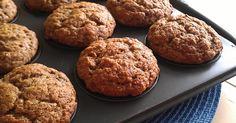 Une belle recette de muffins relativement santé que m'a refilé ma mère. J'ai beaucoup aimé et j'en ai fait sur le champ, en ajustant quelqu... Desserts With Biscuits, Cookie Desserts, Great Recipes, Healthy Recipes, Bread And Pastries, Weight Watchers Meals, Muffin Recipes, Creative Cakes, Clean Eating