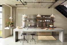 isla de hormigón en la cocina con diseño industrial