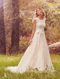 For a subtle, more relaxed nod to the bow trend that's sweeping us off our feet this SS17, discover Maggie Sottero's Lindsey Marie design.