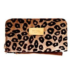 Billetera de cuero MIRANADA de PLUMSHOPONLINE.COM - Mejora tu estilo fácilmente con esta hermosa billetera. Envío GRATIS y RÁPIDO a domicilio a todo el mundo ¡Compra fácil por internet ó ☎ (+51) 949-461082 AHORA antes que se acaben! #carteras #cartera #bag #handbag #bags #handbags #plum #carterasplum #plumshoponline #plumbags #moda #estilo #fashion #clutch #clutches #billeteras #wallets