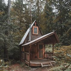 Tiny houses seem to break all the rules, and yet, the tiny house movement is really taking off! Tiny Cabins, Tiny House Cabin, Cabins And Cottages, Tiny House Living, Tiny House Design, Cabin Homes, Log Homes, Log Cabins, Design Homes