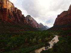 Zion National Park Utah || Click on the photo to discover the most incredible destinations with us :)