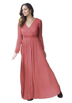 Discount On Pleated Maxi Dress by adding a black or silver belt to this outfit you'll be giving it life :)
