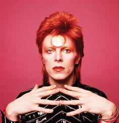 """""""Bowie, qui a travaillé avec le mime Lindsay Kemp, jouait ses personnages"""", souligne Mr Sukita. """"Dès que je braquais l'appareil sur lui, il trouvait toujours des poses intéressantes."""""""