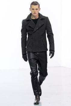 Awsome autumn look - leather pants and wool coat.