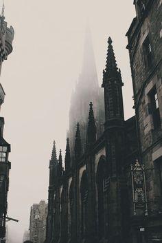 Edinburgh Photo – Old City – Old Town – Architecture – Vertical – Digital Photo … Edinburgh Foto – Altstadt – Altstadt – Architektur –. Dark Green Aesthetic, Gothic Aesthetic, Slytherin Aesthetic, Die Renaissance, Digital Foto, Arte Obscura, Gothic Architecture, Architecture Colleges, Gothic Buildings