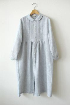 Arrange the length Blouse with Tucks Pattern Classique and gorgeous style blouse. Front open can help somd who finds diffic. Beautiful Casual Dresses, Simple Dresses, Clothing Patterns, Dress Patterns, Hijab Mode Inspiration, Cocoon Dress, Anne With An E, Sleeves Designs For Dresses, Sixties Fashion