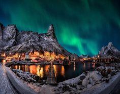 Reine: To πιο όμορφο χωριό κάτω από το βόρειο σέλας