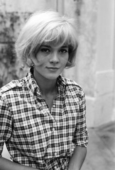 wonderful 1940s French singer..oh. & GREAT hair. sylvie vartan.