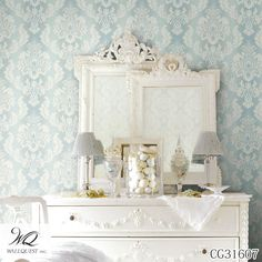 A gorgeous blue bedroom with a stunning ombre damask wallpaper. Country-chic elegance with a regal cottage feel Blue Damask Ombre String - Fairwinds Studio Wallpaper Cottage Wallpaper, Damask Wallpaper, Home Wallpaper, Embossed Wallpaper, Above Couch, Wall Murals, Diy Home Decor, Room Decor, Interior Design