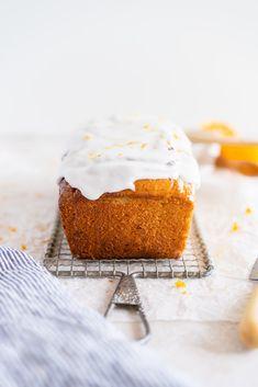 Lemon and Sour Cream Loaf Cake with Lemon Glaze Zitronen-und Sauerrahm-Laib-Kuchen mit Zitrone Lemon Dessert Recipes, Almond Recipes, Frosting Recipes, Easter Recipes, Cake Recipes, Savoury Recipes, Citrus Recipes, Easter Desserts, Sweet Desserts