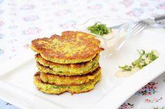 Zucchini-Corn Fritters mit Cashewcreme (Suppentopf, vegan)