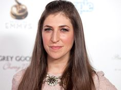 Mayim Bialik of The Big Bang Theory graduated from UCLA with a bachelor's degree and a PhD in neuroscience. Health Tips, Health And Wellness, Health Fitness, Health Articles, Health Care, Famous Vegans, Mayim Bialik, Human Services, Neuroscience