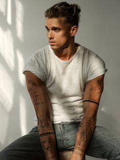 Männermodels Tattoo, Tattoo Drawings, Dope Tattoos, Arm Tattoos, Mens Wrist Tattoos, Leg Sleeve Tattoos, Tatoos Men, Band Tattoos For Men, Tattoo Homme