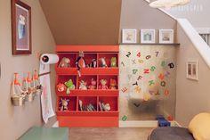 Olá meninas! Ver brinquedos espalhados pela casa também significa que essa casa é cheia de alegria, de brincadeiras e momentos gostosos, não é mesmo? Mas quando as crianças vão dormir e os brinquedos ficaram pela casa, aí às vezes até dá um desespero! Por isso, a ideia de ter um cantinho na casa para guardar…