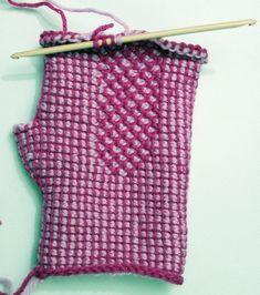 Plain stitch and honeycomb stitch Crochet Mittens, Crochet Bear, Crochet Gifts, Tunisian Crochet, Crochet Stitches, Crochet Afghans, Honeycomb Stitch, Christmas Stockings, Knitting