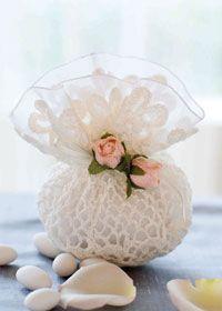 Free crochet pattern: crochet wedding favour bag