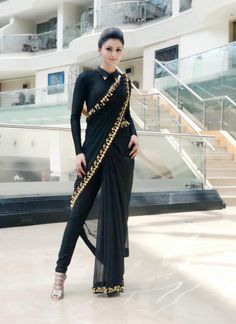 How to Make a Ethnic Dress Modern ?COM NEXT– 15 Beautiful and Trendy Lace Dresses of 2018 So, you have a lot of kurits and now you are bored of them. Stylish Sarees, Stylish Dresses, Fashion Dresses, Dresses Dresses, Bridesmaid Dresses, Saree Draping Styles, Saree Styles, Saree With Pants, Xl Mode