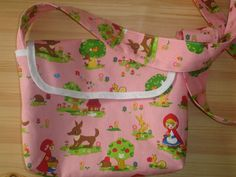 Some weeks ago my sister said she also wants a bag like Little Sweety. So she got a Little Red Messenger Bag for her birthday. Little Red Fabric is from superbuzzy, red fabric for lining is from IK...
