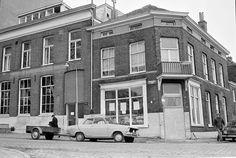Arnhem, Roermondsplein 1976.  Wijkcentrum De Rijnkant op de hoek Roermondsplein - Weerdjesstraat, 1 december 1976. (Foto: Gelders Archief nr. 1544 - 57).