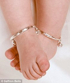 Top 5 Silver Anklets for Babies to Beautify Child No one could deny the fact that the most adorable and cutest beings on planet are babies. Parents always tend to offer silver anklets for babies to babies. Baby Jewelry, Jewelry Tags, Wedding Jewelry, Fine Jewelry, Gold Jewelry, Gold Earrings, Jewelry Bracelets, Jewelery, Jewelry Making