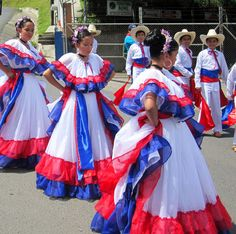 Monteverde hosts one of the many independence day parades taking place all over Costa Rica on Sept 2012