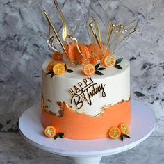Repost Как Вам идея тортика❓👇 Repost @ Que pensez-vous de l'idée de gâteau? Happy Birthday Cake Images, Beautiful Birthday Cakes, Beautiful Cakes, Amazing Cakes, Cake Decorating Videos, Cake Decorating Techniques, Novelty Cakes, Drip Cakes, Occasion Cakes