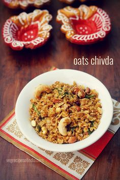 oats chivda recipe - a quick, delicious snack made from quick cooking oats, nuts, green chilies and spices.