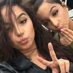 Designer Clothes, Shoes & Bags for Women Insta Goals, Bff Goals, Best Friend Goals, Squad Goals, Siange Twins, I Dont Have Friends, Full Face Makeup, Instagram Girls, Looking For Women