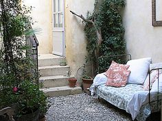 Yes, I do want to have a wrought iron day bed in a courtyard or on my porch
