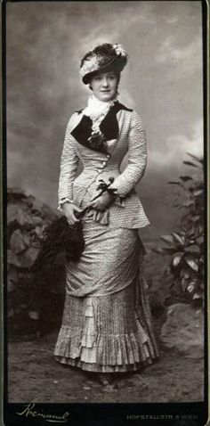 C.1880 natural form - get rid of the ruffles, and hello steampunk!