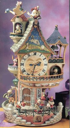 """The Enchanted Clock Tower"" Tune: Syncopated Clock Year of Introduction, 1993 Antique Music Box, Vintage Music Boxes, Trinket Boxes, Good Music, Dollhouse Miniatures, Snow Globes, Whimsical, Artsy, Dolls"