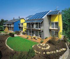 Las casas prefabricadas sostenibles Övolution, con la certificación Plusenergiehaus, producen más energía de la que consumen