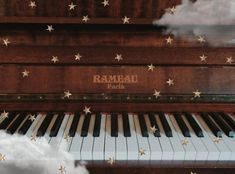 The best piano ever. Music Aesthetic, Character Aesthetic, Aesthetic Grunge, Aesthetic Vintage, Piano Photography, Vintage Photography, Photography Tips, Arcade, Best Piano