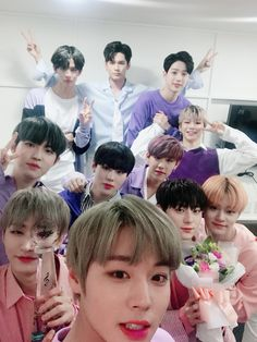 Wanna One selca Jaehwan Wanna One, Cry A River, One Twitter, Ong Seung Woo, You Are My World, Guan Lin, My Big Love, Lee Daehwi, My Destiny