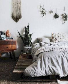 Awesome 85 Bohemian Style Modern Bedroom Decor Ideas https://homespecially.com/85-bohemian-style-modern-bedroom-decor-ideas/