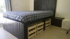 rustic-pallet-bed-with-storage-2.jpg (600×338)