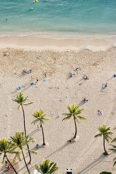 Waikiki Beach, Hawaii.  This is one of the places on my bucket list <3