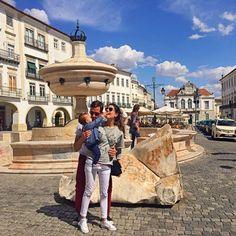 Em Lisboa alugamos um carro para viajar por Portugal, viajamos pelaregião do Alentejo. Nosso primeiro destino era Torre de Palma, no caminho paramos em Évora, uma cidade medieval linda, cercada por muralhas do século XIV. Ela é considerada uma cidade museu. Restaurante Fialho – super tradicional. A comida é ótima, tem que ir. O Templo …